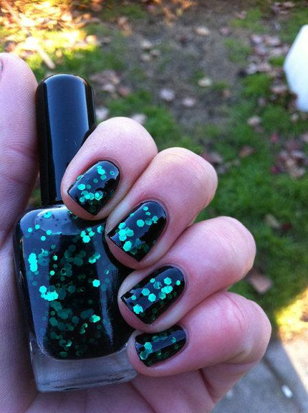 Black forest emerald nail art - StyleCraze