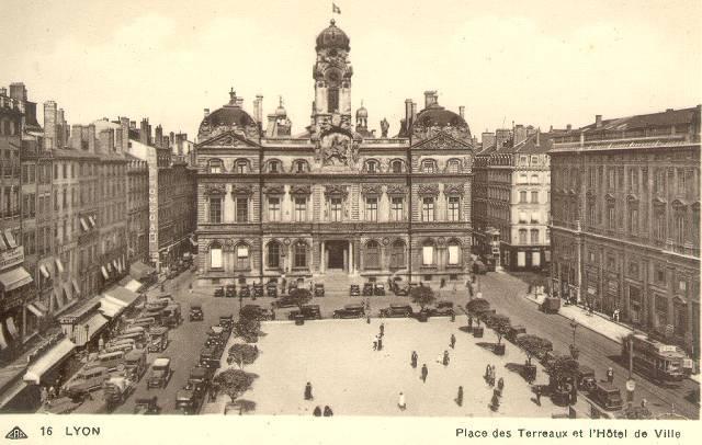 place-terreaux,lyon.jpg (640×406)