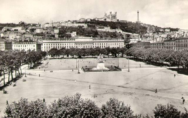place,bellecour,lyon.jpg (640×403)