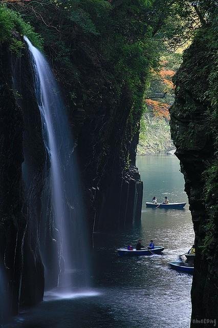 Beautiful Places / Beautiful waterfalls in Takachiho Gorge, Miyazaki prefecture, Japan (by tomosang R32m).