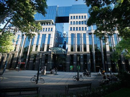 Béreljen tárgyalókat & Konferencia termeket itt: Budapest - Regus Magyarország