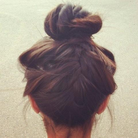 Hair and beauty / top knot