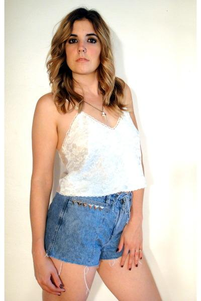 Google Bilder-resultat for http://images1.chictopia.com/photos/xtineeee/8621065592/blue-studded-cutoff-total-recall-vintage-shorts_400.jpg