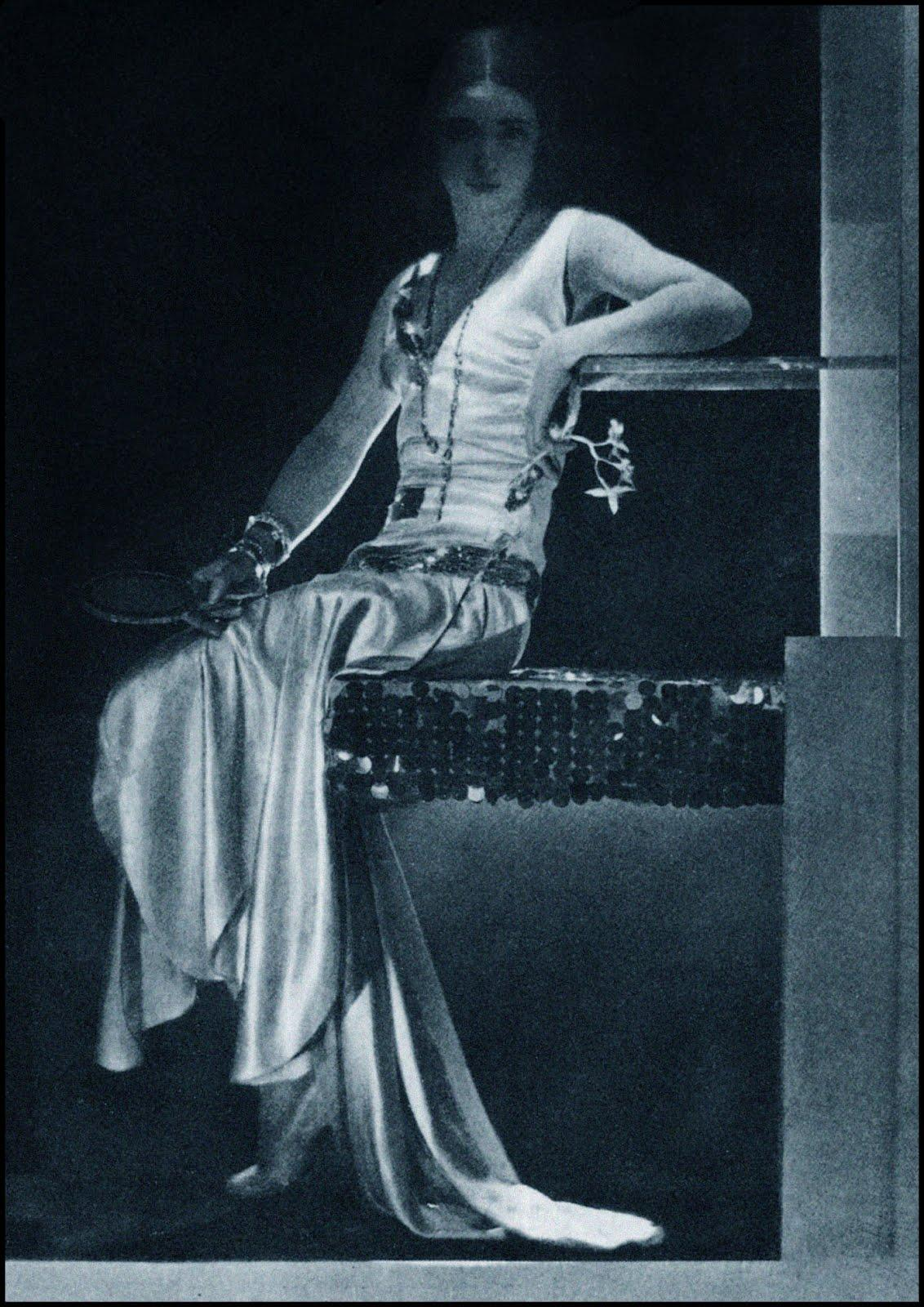 BaronDeMeyer_SatinDress_1930s_100.jpg (1132×1600)