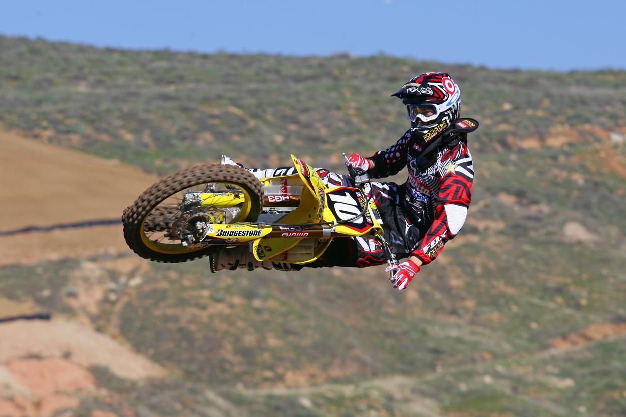 Resultados de la Búsqueda de imágenes de Google de http://media.suzuki.com/mc/_articles/racing/2009/1231458963.09_DUNGEY_JK10_LO.jpg