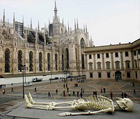 Giant model of a human skeleton by Gino De Dominicis — Lost At E Minor: For creative people