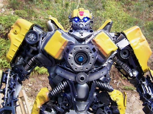 Google Image Result for http://technabob.com/blog/wp-content/uploads/2011/03/032111_rg_ChineseTransformers_01.jpg