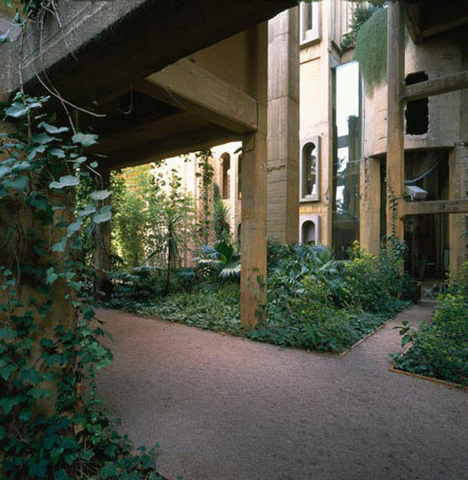 Ricardo Bofill's Cement Factory Home LoftLife | Apartment Therapy Boston