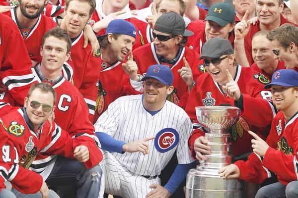 The Chicago Blackhawks bring the Stanley Cup to Wrigley Field - chicagotribune.com