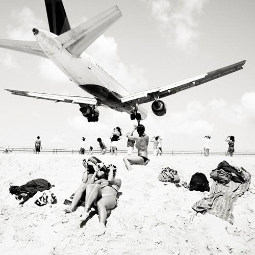 BEAUTIFUL BLACK AND WHITE / jets.beach.love it.