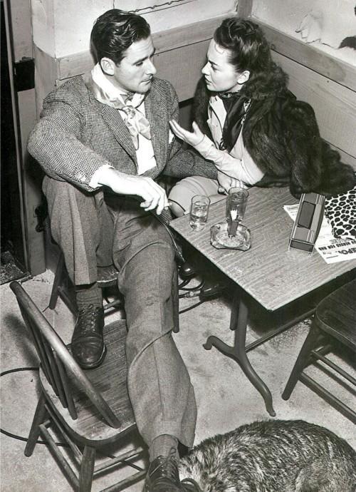 Old times and admiration / Errol Flynn and Olivia de Havilland, 1941