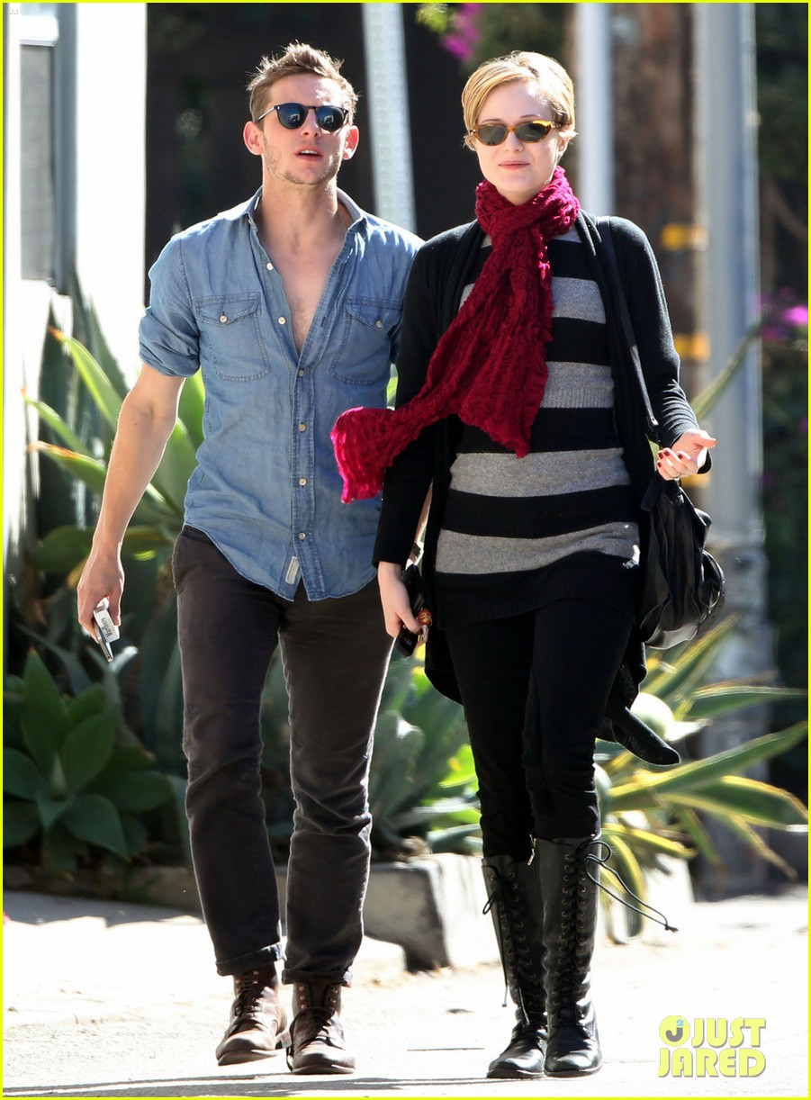 Photos of evan rachel wood jamie bell walk together 04 | Evan Rachel Wood & Jamie Bell: Sunday Strollin' Sweethearts! - Pics | Just Jared