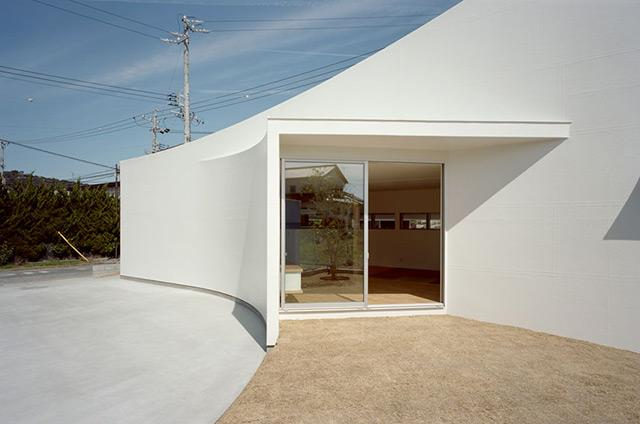 3-pelo-house-by-japan-design-studio-ma-style.jpg (JPEG Image, 640 × 424 pixels)
