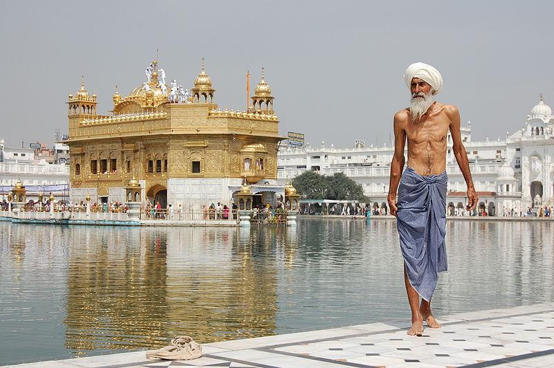 ????:Sikh pilgrim at the Golden Temple (Harmandir Sahib) in Amritsar, India.jpg — ?????????