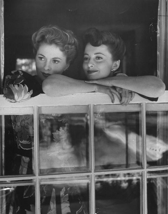 The Golden Years of Hollywood / Sisters and frequent rivals Joan Fontaine and Olivia de Havilland share a family moment as they look out over Beverly Hills from Fontaine's home in 1942.