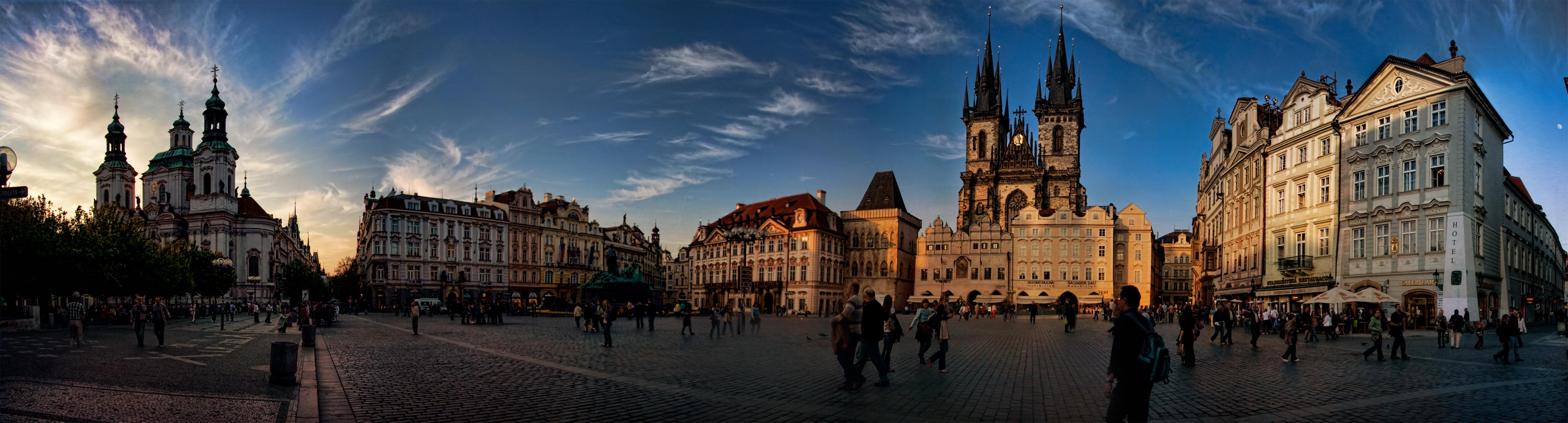 almost-Sunset-Prague-panorama.jpg (5000×1351)