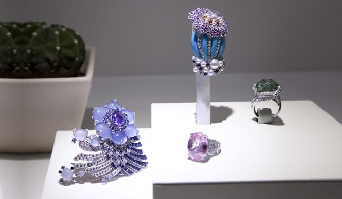 Gallery | ??? ??????????Van Cleef & Arpels Carifornia Rêverie Gallery | Web Magazine OPENERS - WATCH NEWS WOMEN