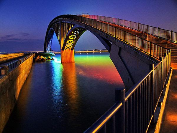 Spectacular Light Installation: Rainbow Bridge Glowing in the Night in Taiwan | Freshome