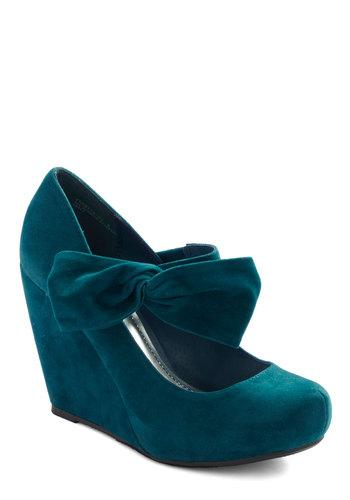 Rules of the Bowed Wedge in Teal | Mod Retro Vintage Wedges | ModCloth.com