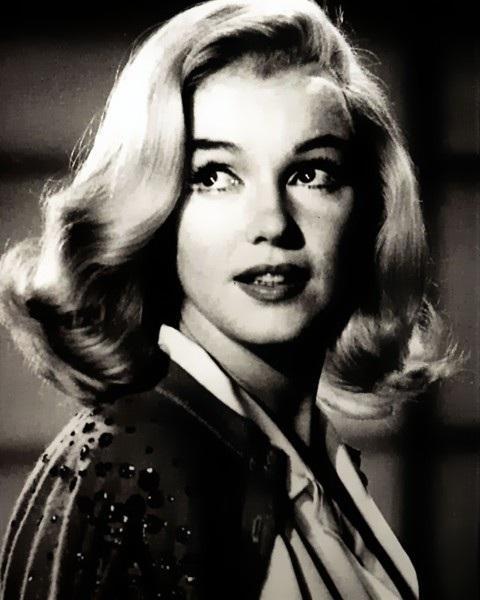 Google Bilder-resultat for http://1.bp.blogspot.com/-1WxuxcR9aZA/TyXYFlcXCTI/AAAAAAAAFFs/S-EGHbjINxI/s1600/Marilyn-Monroe-marilyn-monroe-19979683-480-600.jpg