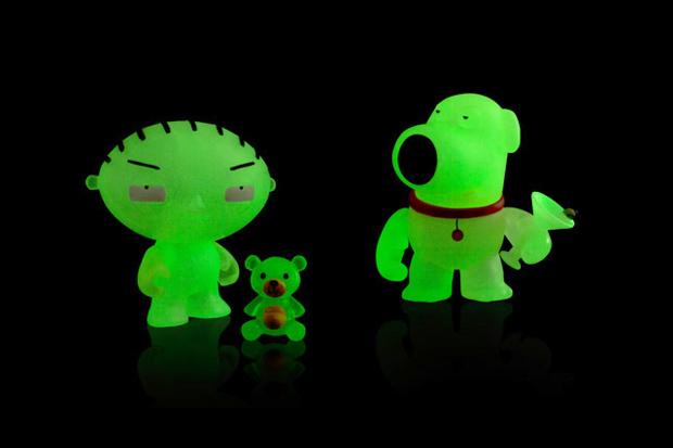 Family Guy x Kidrobot Mini Brian & Stewie Glow-in-the-Dark SDCC Edition | Hypebeast