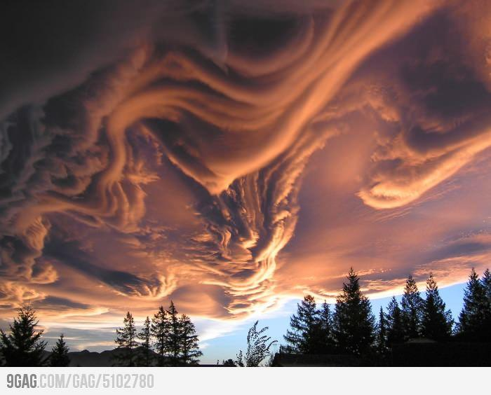 9GAG - New Zealand Cloud at sunset...