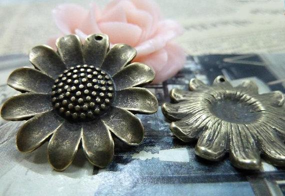10pcs 26mm ancient bronze sunflower c1535 by bjerkf on Etsy