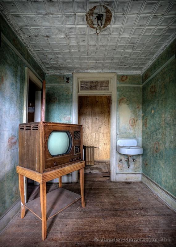the fox hotel - matthew christopher murray's abandoned america