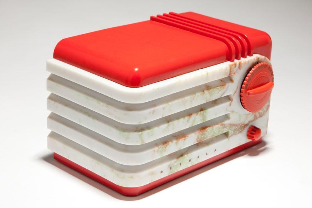 detrola-bakelite-red-plaskon-radio-super-pee-wee-219-art-deco-bakelite_1(.jpg (1000×667)