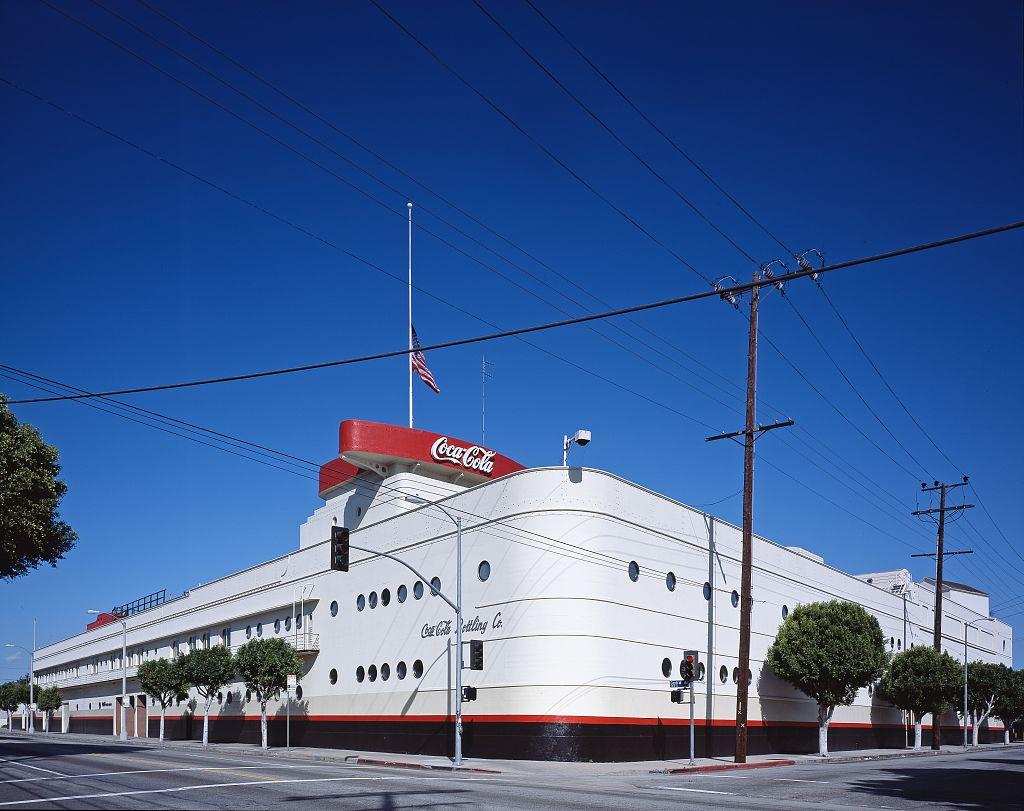 Coca-Cola_Building_Los_Angeles.jpg (1024×811)