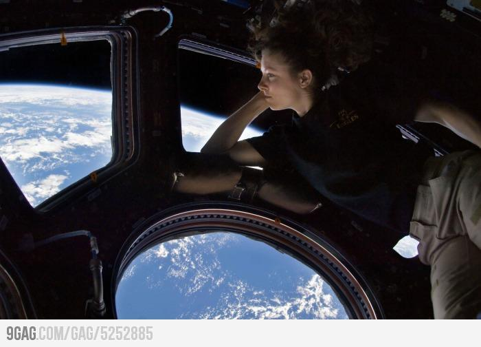 9GAG - Just a room with a view.