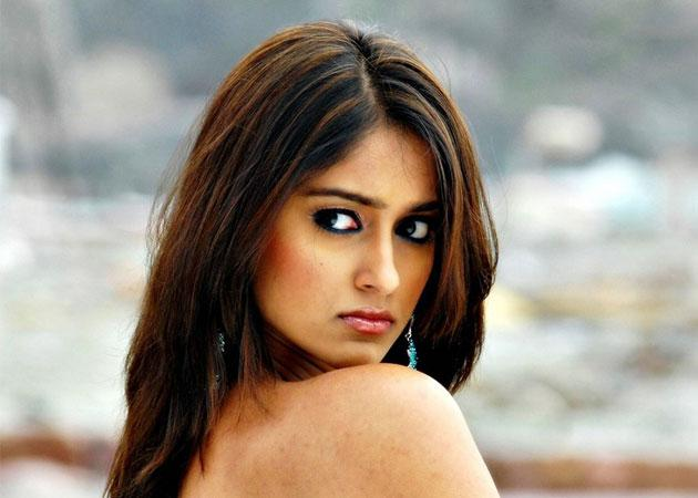 I completely deserve the high money I am paid: Ileana D'Cruz