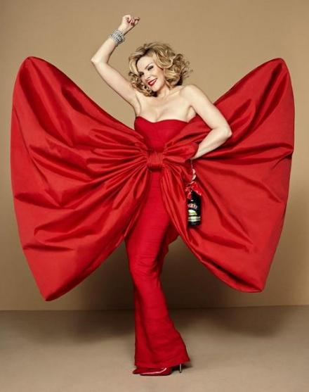 Google ????????? ????? ?? http://popsop.com/wp-content/uploads/baileys_patricia_field_kim_cattrall_red_2.jpg