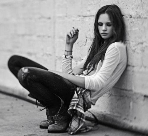 Google Image Result for http://s3.favim.com/orig/46/black-and-white-fashion-girl-grunge-photography-Favim.com-425065.jpg