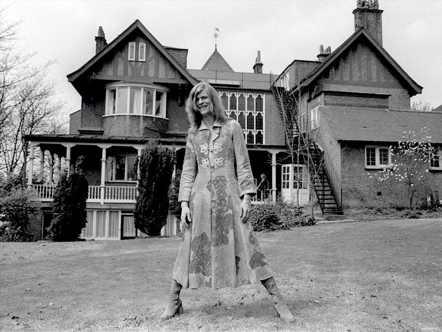 David Bowie in dresses, 1971 | Retronaut