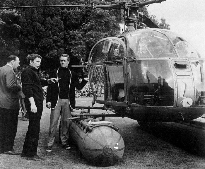 filming_at_helicopter.jpg (Image JPEG, 700x577 pixels)