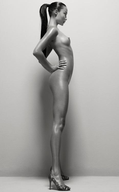 Stop stealing my look: Perfectly Natural, il nudo irreale di Rasmus Morgensen