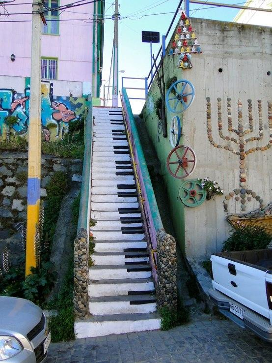 Street Art in Valparaiso, Chile » Design You Trust – Design Blog and Community