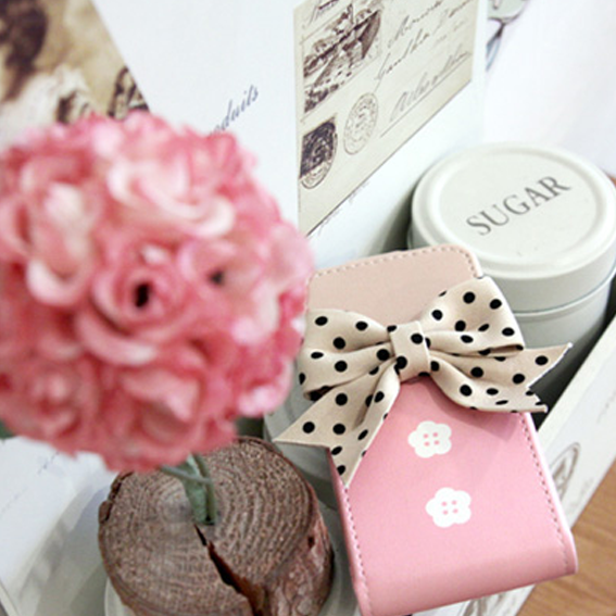 Google Image Result for http://i1059.photobucket.com/albums/t429/mattaniasalvina/cute-bow-iphone-case.png