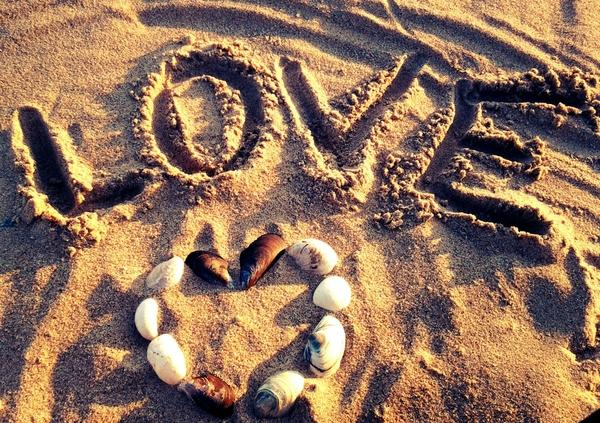 love,beach love beach sand sunlight hearts seashells writing 1949x1375 wallpaper – Beaches Wallpapers – Free Desktop Wallpapers
