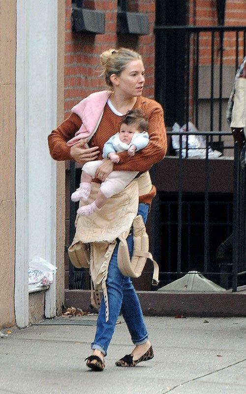 Sienna Miller with Marlowe | Celebrity-gossip.net