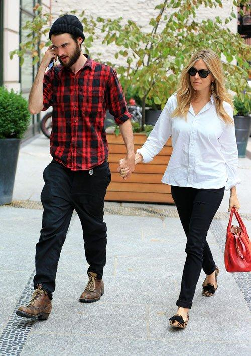 Sienna Miller and Tom Sturridge   Celebrity-gossip.net