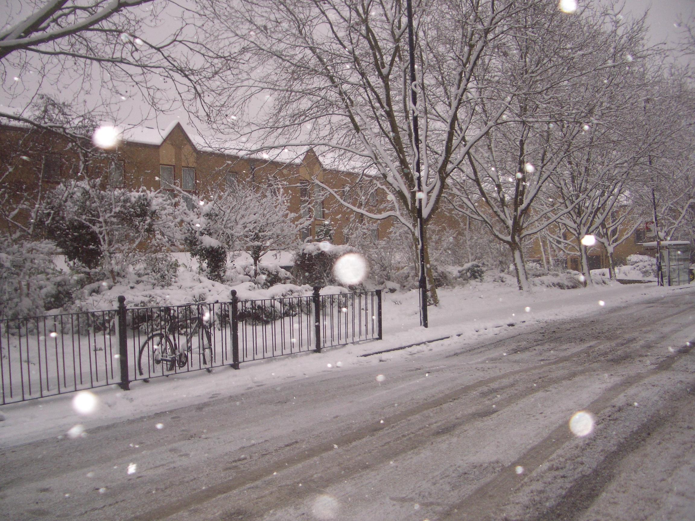 Google rezultati pretraživanja slika za http://www.eitoile.com/blog/wp-content/uploads/2009/02/london_snow_2feb2009_street3.jpg