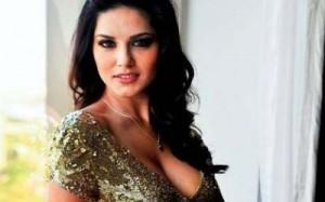 SUNNY LEONE: Former Canadian porn queen signs three-picture deal to make Bollywood movies | Vancouverdesi.com
