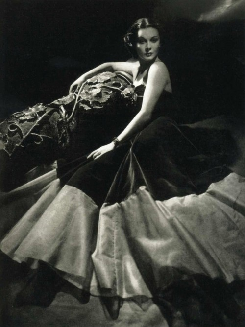 Vintage / Vivien Leigh wearing a Victor Stiebel gown, 1936.  Photo by John Rawlings