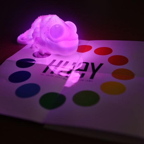 Huey the Color Copying Chameleon Lamp | Fancy Crave