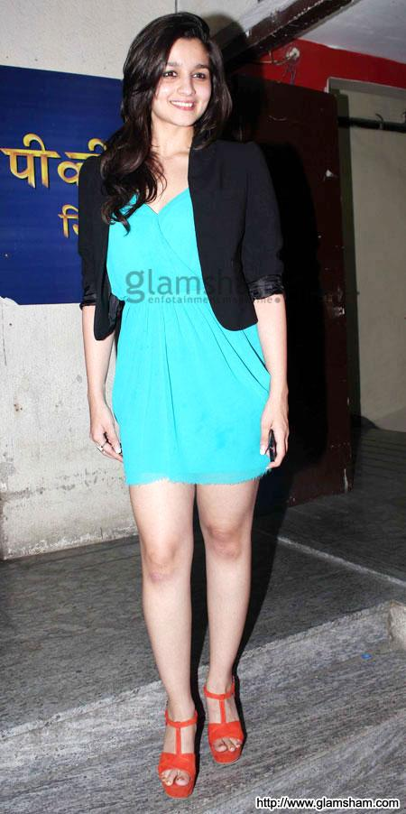 Alia Bhatt at Bollywood celebs at STUDENT OF THE YEAR special screening event gallery picture # 2 : glamsham.com