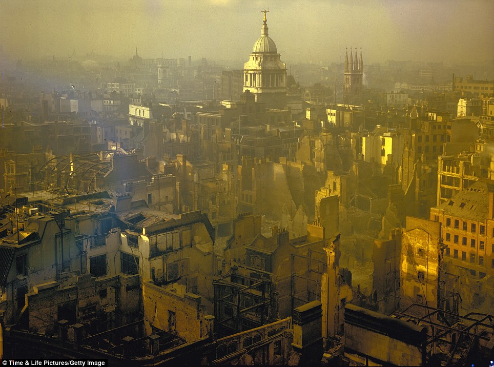 Colour pictures revealed of London blitz from Nazi bombers in World War II | Mail Online