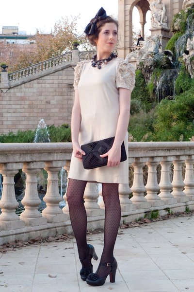 Neutral Sandro Dresses, Black Oysho Tights, Black Chie Mihara Shoes, Black Bers |