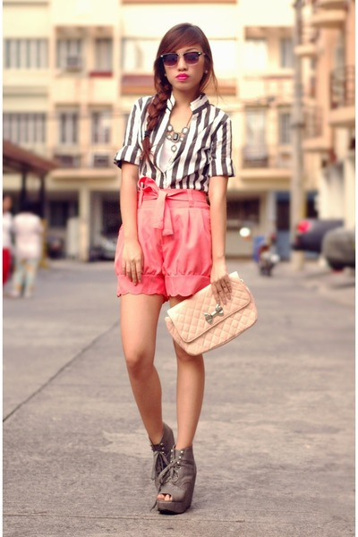 Striped Zara Blouse, Light Pink Mother Bags, Honeysuckle Shorts |